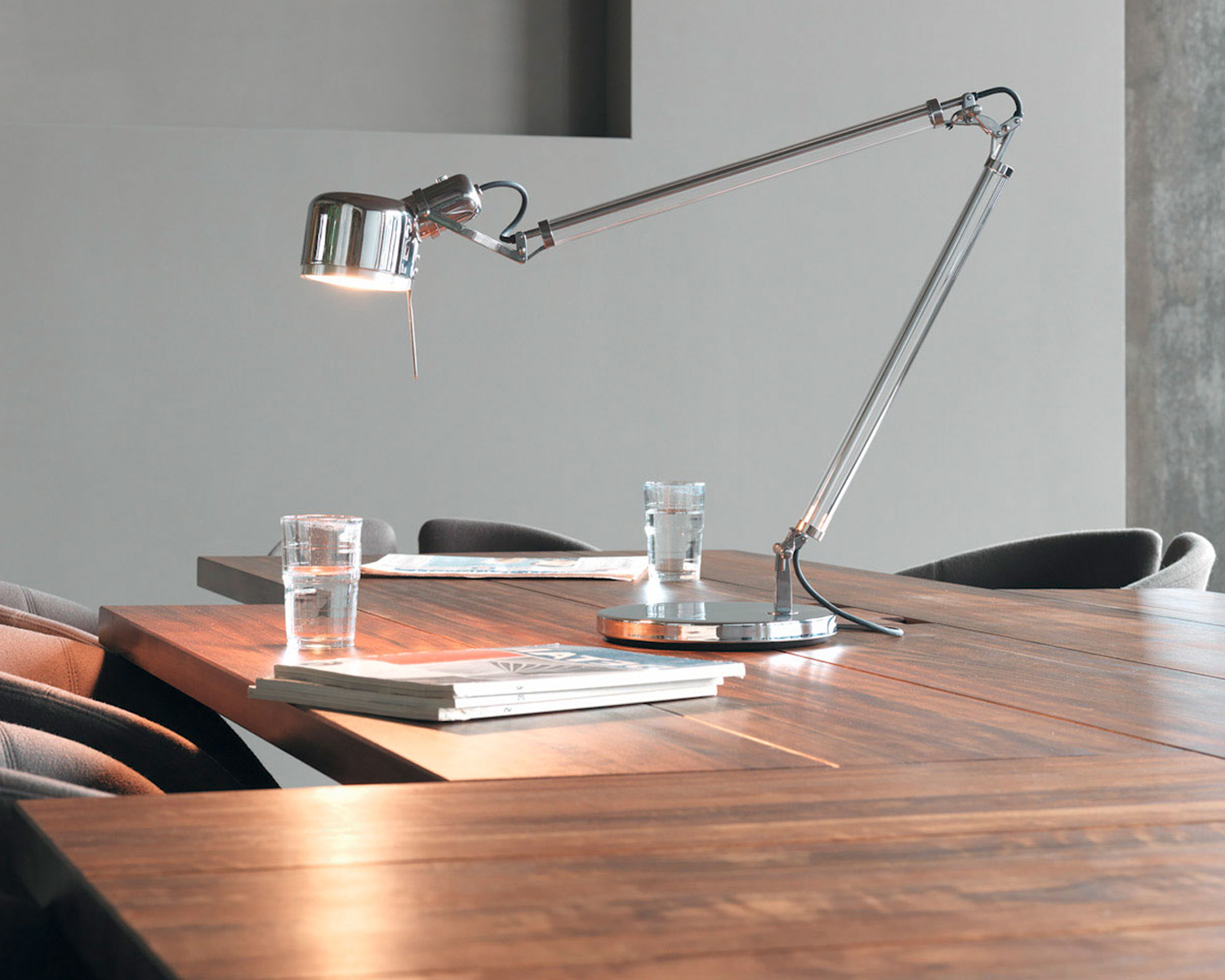 Serien Lighting Job Table